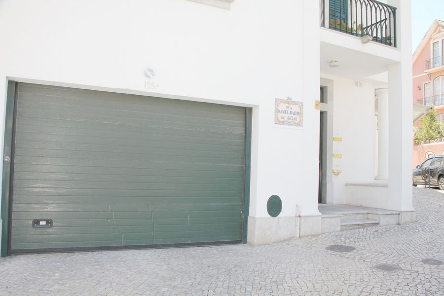 Portugal, Lisbon, Cascais, real estate, commercial, property, sale, store, 180 m²,  downtown, seaside, 2 toilets, basement, garage